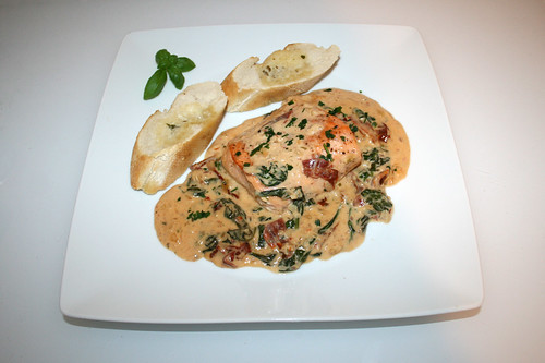 52 - Salmon filet in creamy sauce with dried tomatoes, spinach & garlic - Served / Lachsfilet in cremiger Spinat-Knoblauch-Sauce mit getrockneten Tomaten - Serviert