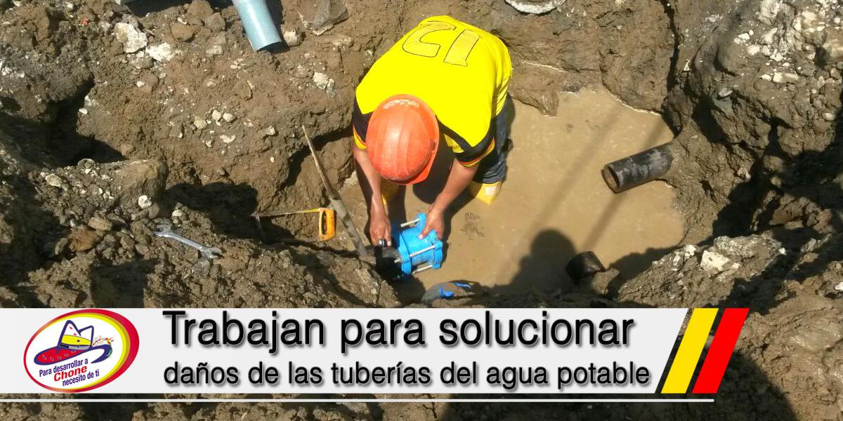 Trabajan para solucionar daños de las tuberías del agua potable