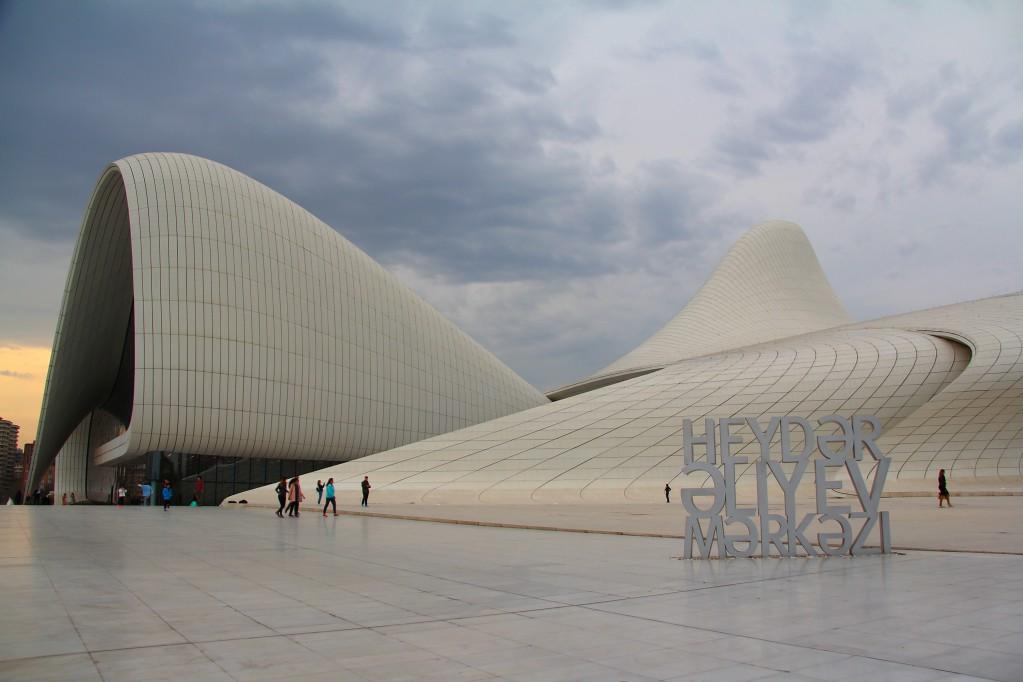 Баку - центр Гейдара Алиева, Пламенные башни и ночная прогулка