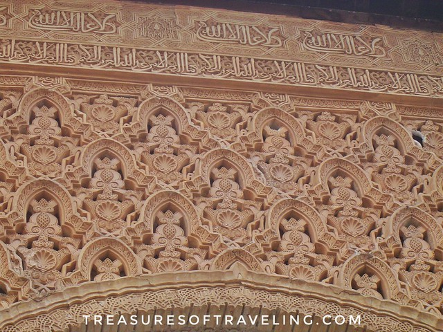 I have always been facinated by the beauty of #IslamicArt and #calligraphy! It is so gorgeous with its intricate details! What do you think it says? I have no idea what it says, but I love walking through the beautiful Alhambra! It's a palace and fortress