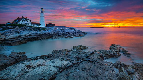 portland portlandheadlight headlight longexposure canon6d sunrise ocean rocks lighthouse maine newengland light water atlanticocean travel capeelizabeth fortwilliamspark delanopark
