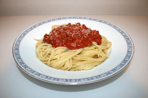 Spaghetti with minced meat tomato sauce / Spaghetti mit Hackfleisch-Tomatensauce