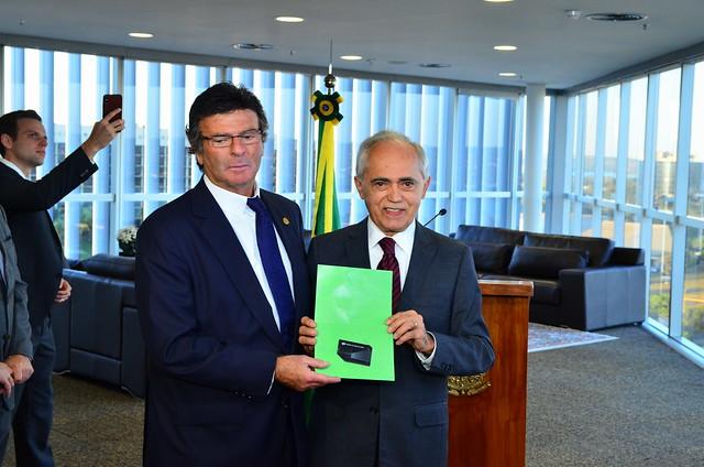 Cerimonia de entrega da lista de gestores com contas julgadas irregulares ao Presidente do TSE Min. Luis Fux