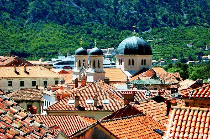 Крыши Старого города и церковь Св.Николая