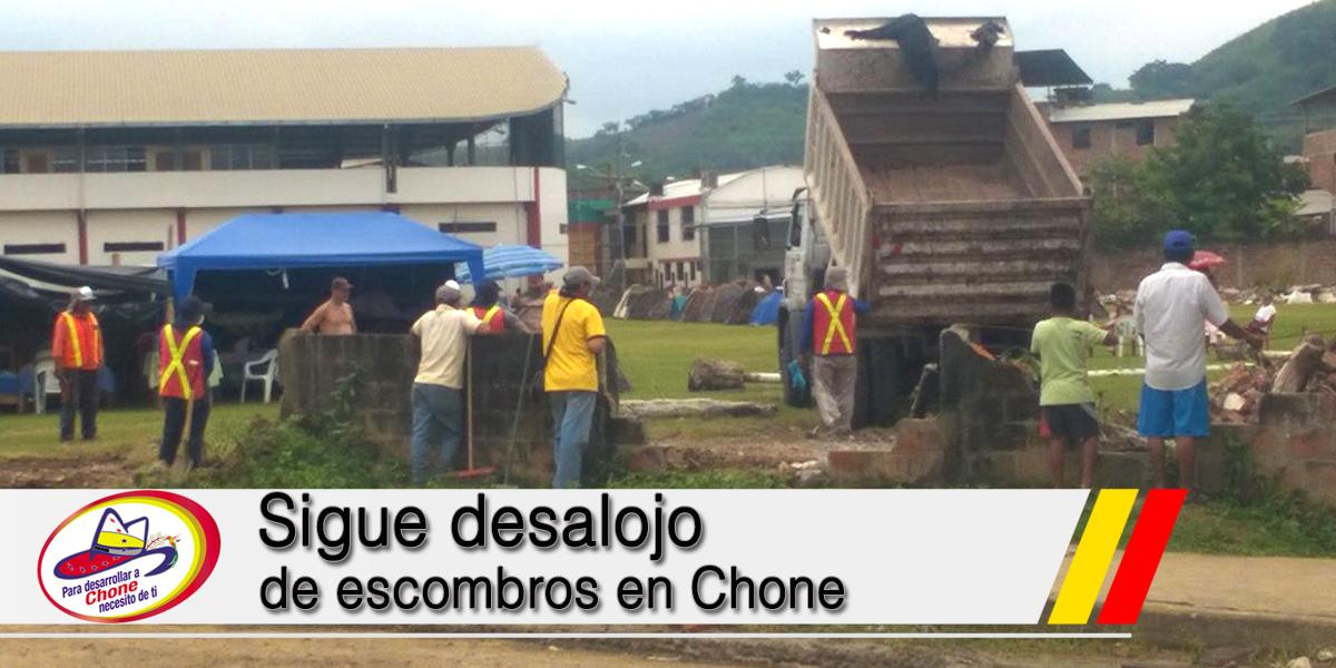 Sigue desalojo de escombros en Chone
