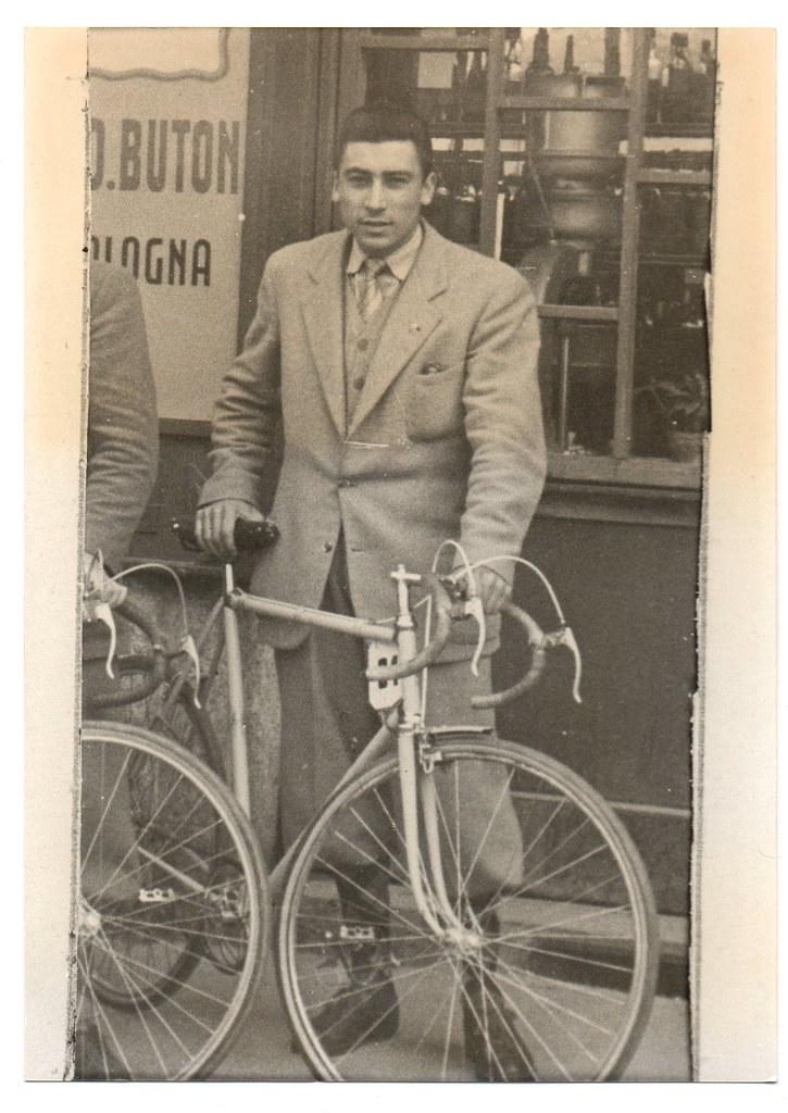 Widmer con bici e abiti civili (foto inviata dal figlio Marco)