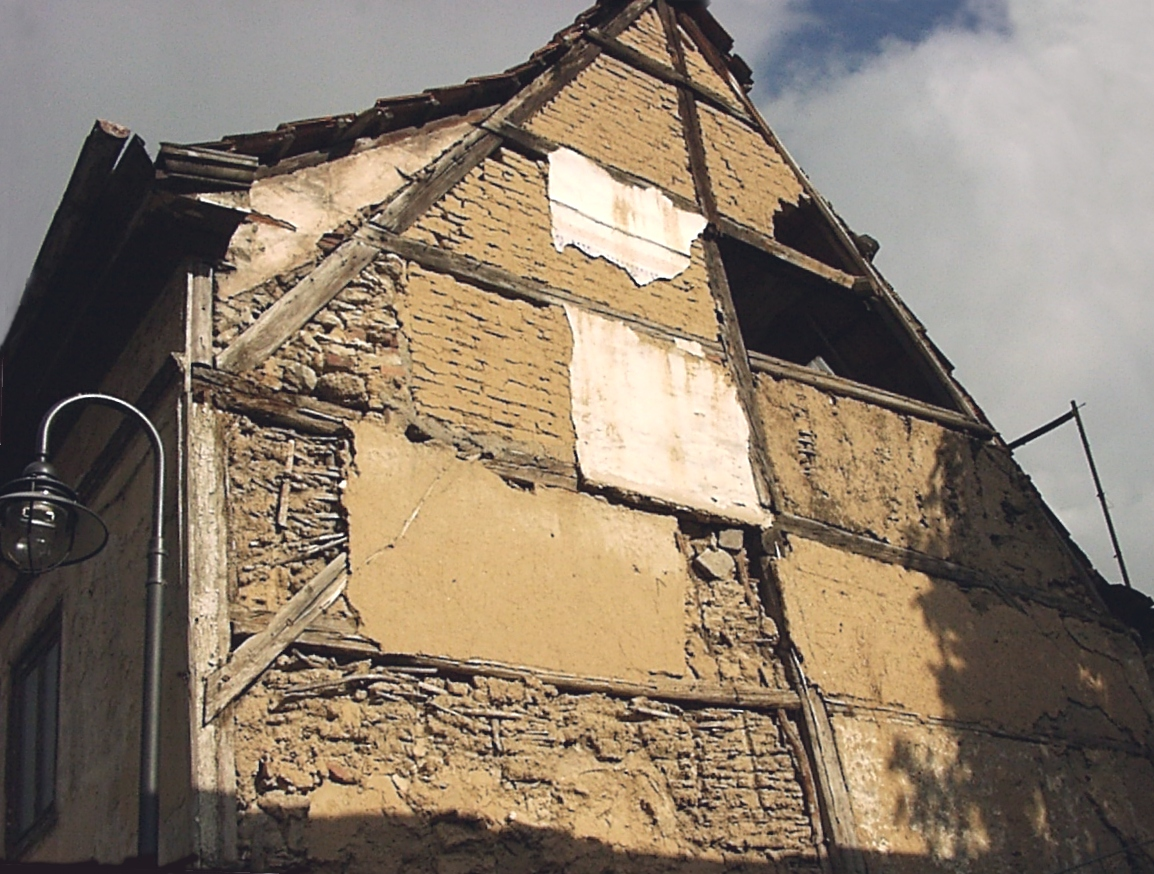 Half-timbered house with exposed timber construction with infill of both wattle and daub and mud brick in Bad Langensalza, Germany. Photo taken by Sebastian Wallroth on September 30, 2004.