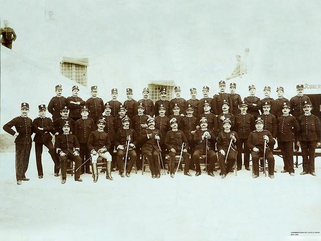 _IGP6143 cr FOTO ALBUMINA 1909 LIBORIO ANTONELLI e MATTEUCCI CC cortile interno castello svevo (archivio de Carolis Stefano)