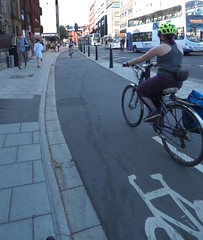A Traffic-Separated Two-Way Cycle Track In Bristol
