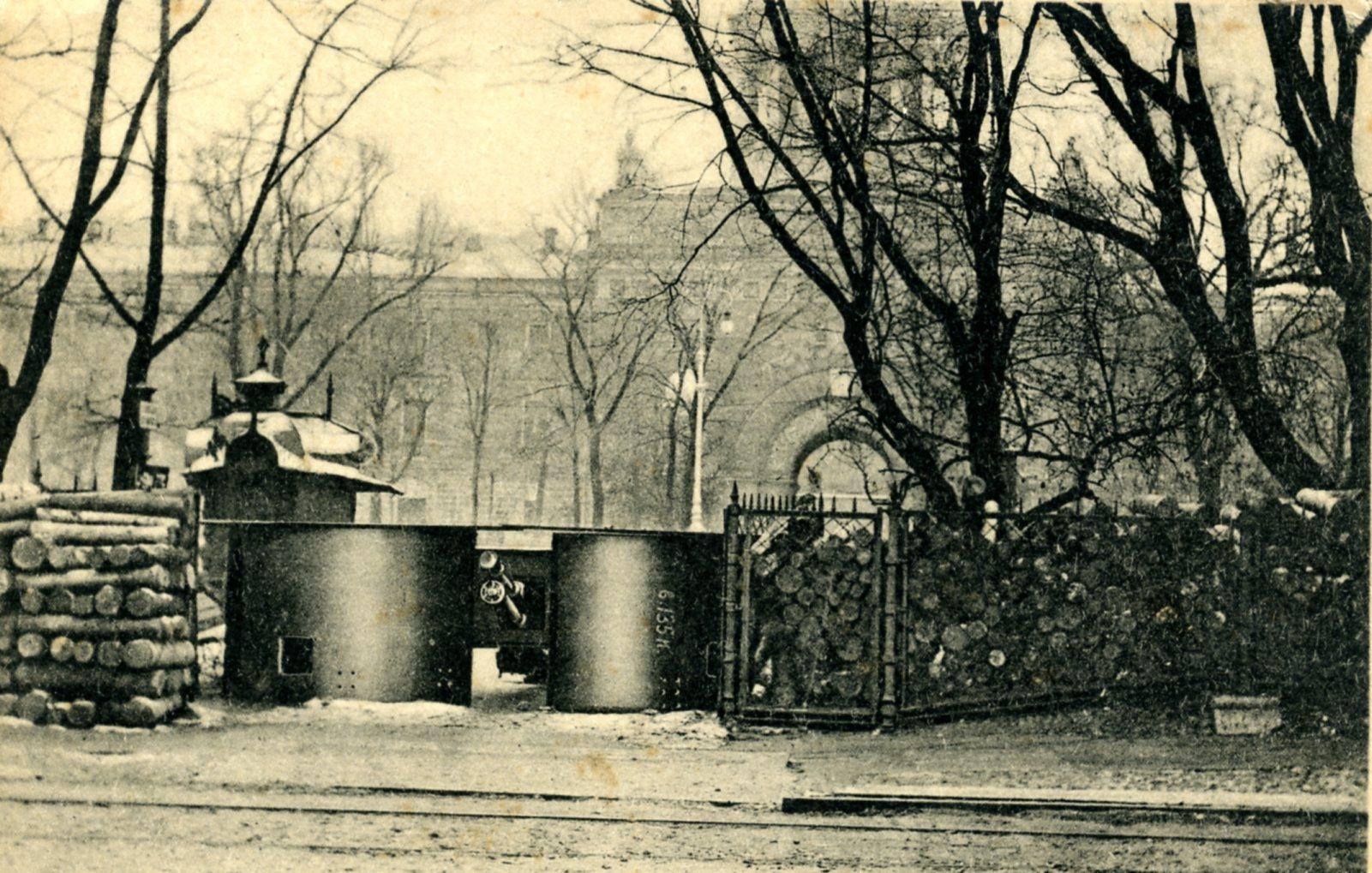 Орудийная установка в Александровском саду