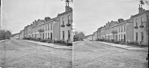 thestereopairsphotographcollection lawrencecollection stereographicnegatives jamessimonton frederickhollandmares johnfortunelawrence williammervynlawrence nationallibraryofireland street terrace houses dwellings balconies castiron wroughtiron railings georgian enniskillen fermanagh northernireland ulster willoughbyplace locationidentified