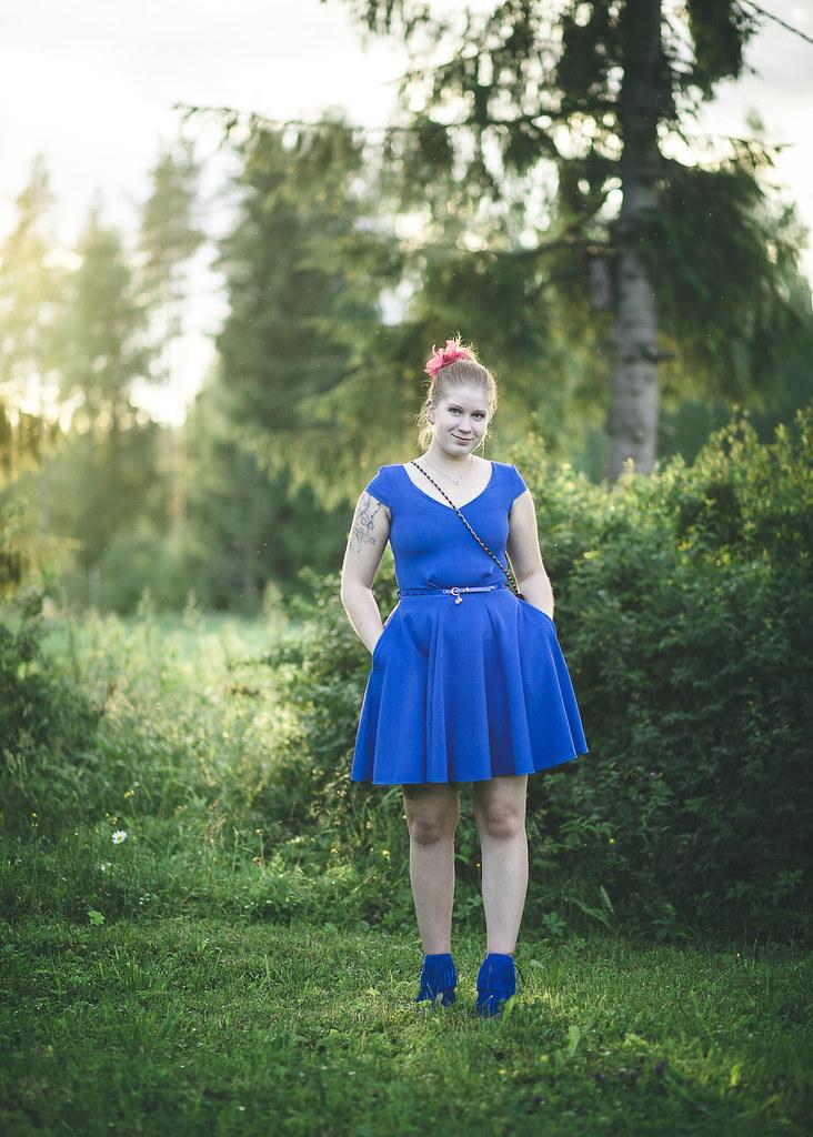 juhla-asu, päivän asu, mekko juhliin, sähkönsininen kellomekko, hapsukengät, tyyliblogi