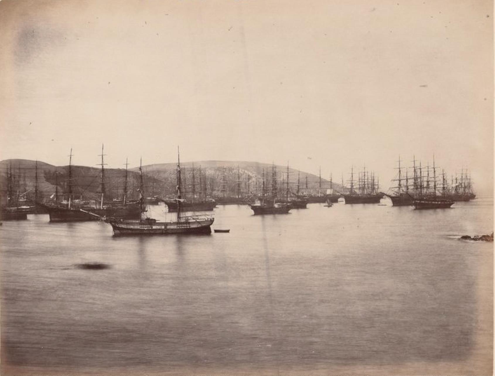 Острова Чинча. Панорама Среднего Чинча. Корабли, ожидающие груза гуано (2)