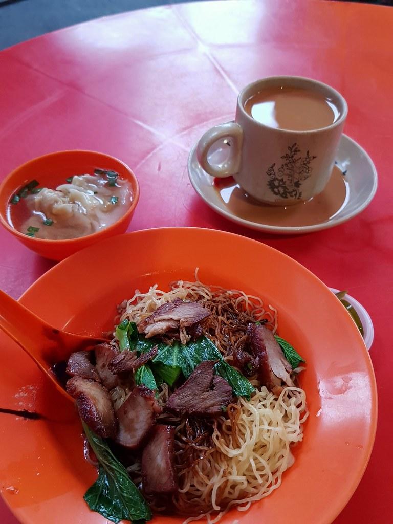 叉烧云吞面 ChaSiew WanTonMee $6 & 奶茶 TehC $1.70 @ 荣记云吞面 at Morning Market SS2