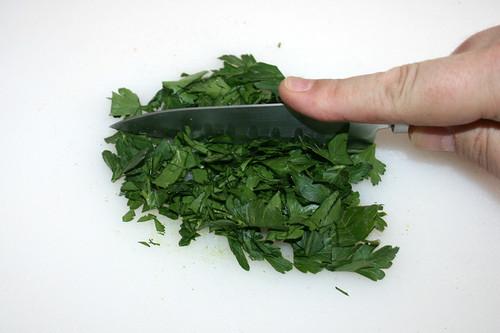 19 - Petersilie zerkleinern / Mince parsley