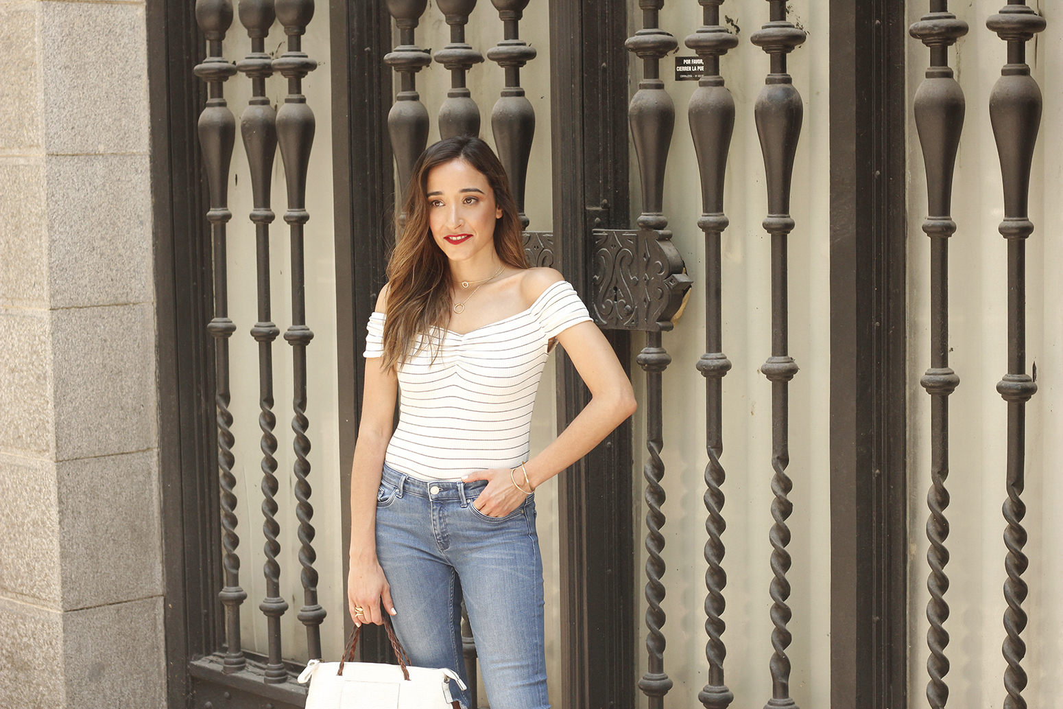 striped body ripped jeans casual outfit black sandals street style summer 201814