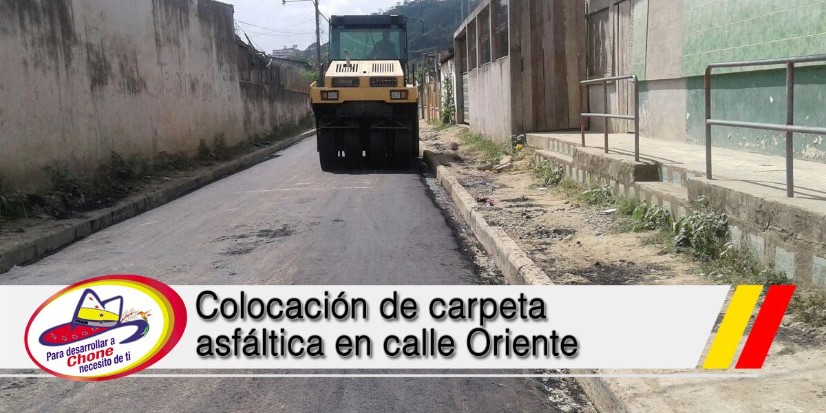 Colocación de carpeta asfáltica en calle Oriente
