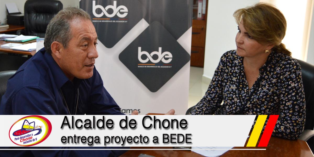 Alcalde de Chone entrega proyecto a BEDE