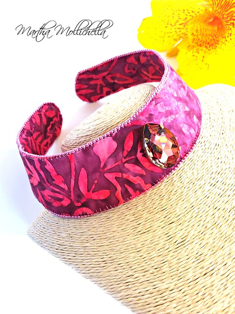 #neckband #Batik Swarovski Crystals Italy SWAROVSKI Swarovski Create Your Style  Una bella donna piace agli occhi, una buona piace al cuore; l'una è un gioiello, l'altra è un tesoro. Honorè de Balzac
