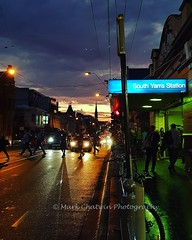 Melbourne you've done it again - another awesome red sky after the rain 👏👍 #sunset #toorakroad #3141 #southyarra #melbourne #janesweather #awesome #wow_australia2018 #sky #redsky #igersmelbourne #twilight #dusk #cars #pedestrians