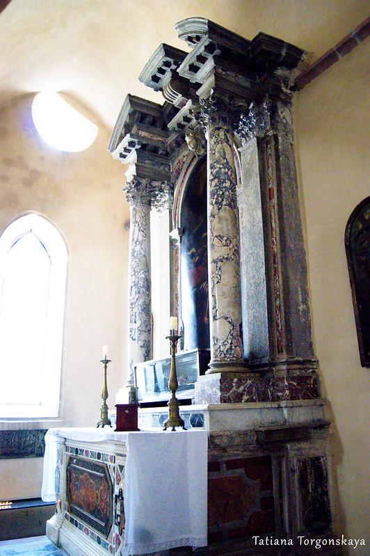 Алтарь с мощами Осанны Которской в церкви Св. Марии Речной