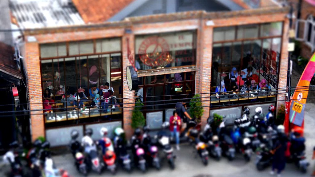 Crowd at Tempo del Gelato, Prawirotaman, Jogja