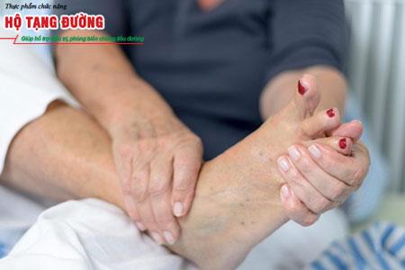 Chăm sóc bàn chân giúp giảm 50% nguy cơ mắc biến chứng bệnh tiểu đường.