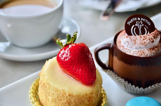 plate petal cheesecake