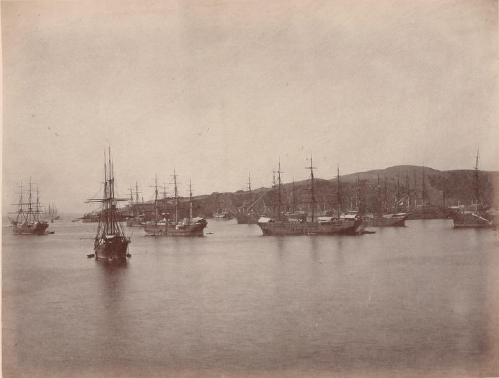Острова Чинча. Панорама Среднего Чинча. Корабли, ожидающие груза гуано