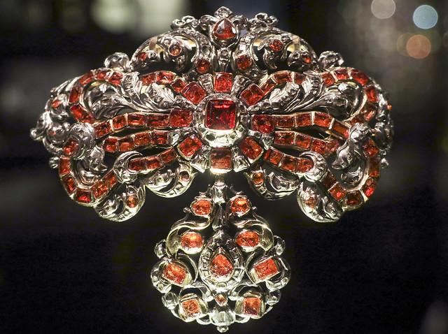 V & A jewellery room