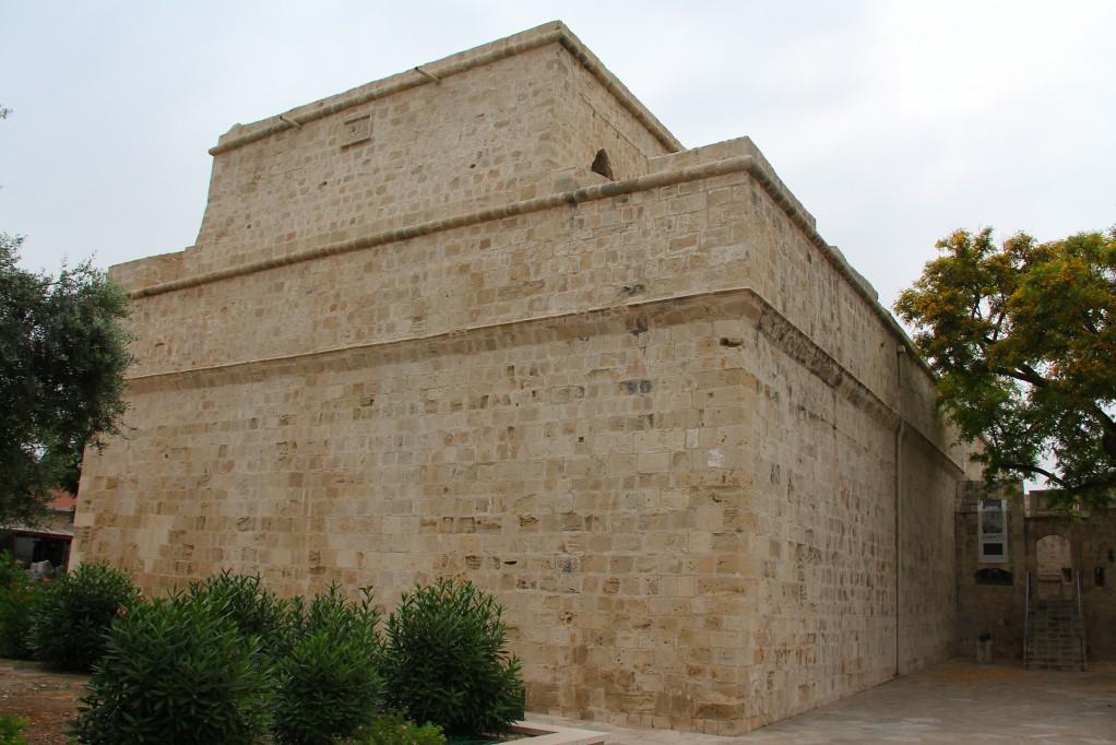 Лимасол - средневековый замок и узо на море