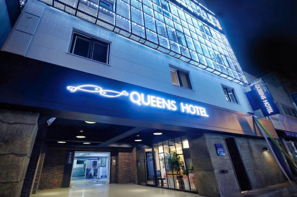 Queens Hotel 1