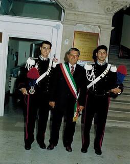 Il primo cittadino, Vito De Tommaso, tra Gianni Rella e Pietro Rizzi a San Rocco l'11 settembre 2005