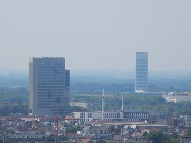uitzicht op toren Sint-Baafskathedraal: Virginie Lovelingtoren + Arteveldetoren