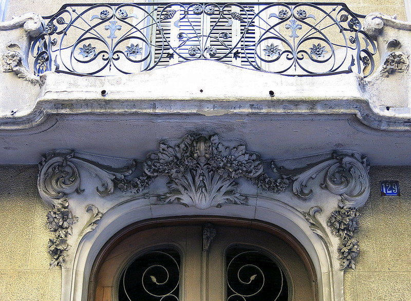 Balcony above a doorway, Barcelona