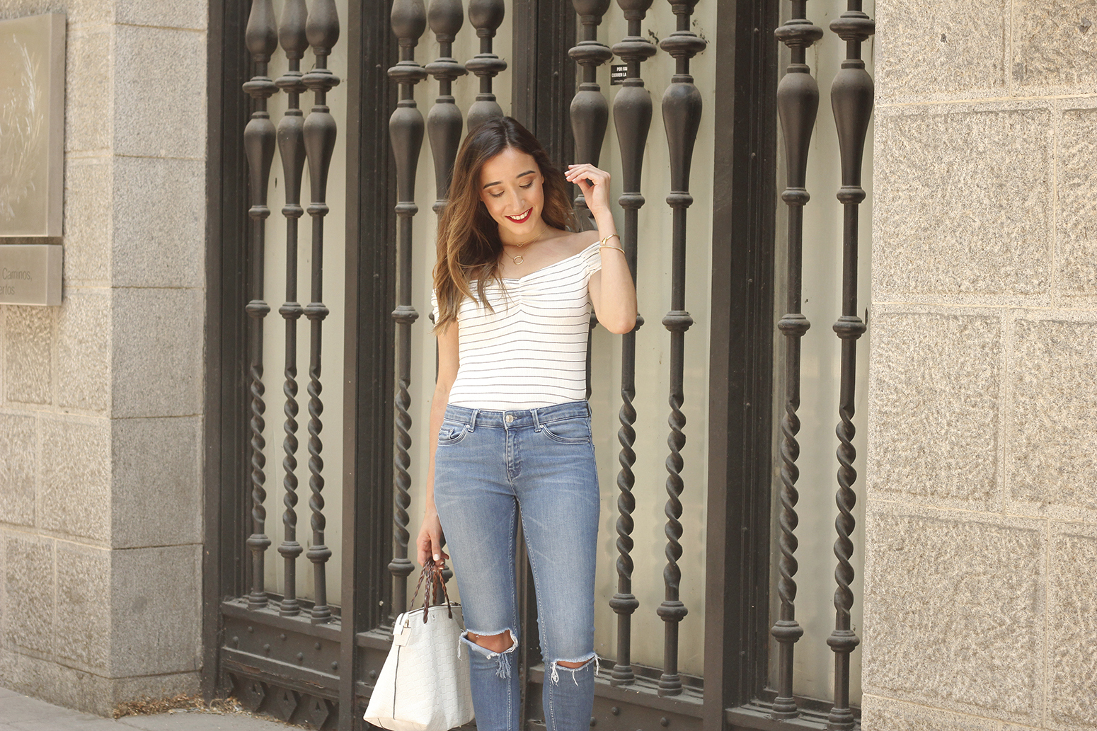 striped body ripped jeans casual outfit black sandals street style summer 201808