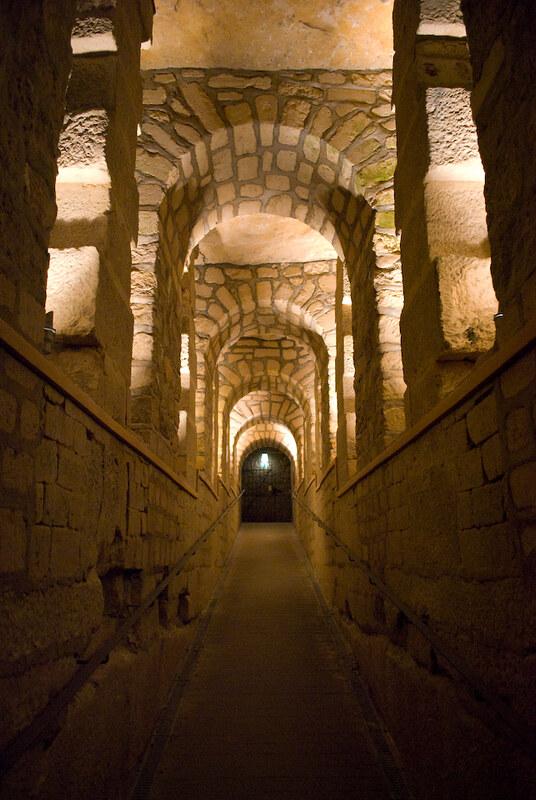 Paris-Catacombs00