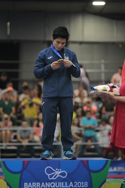 Premiación oro gimnasta Jorge Vega