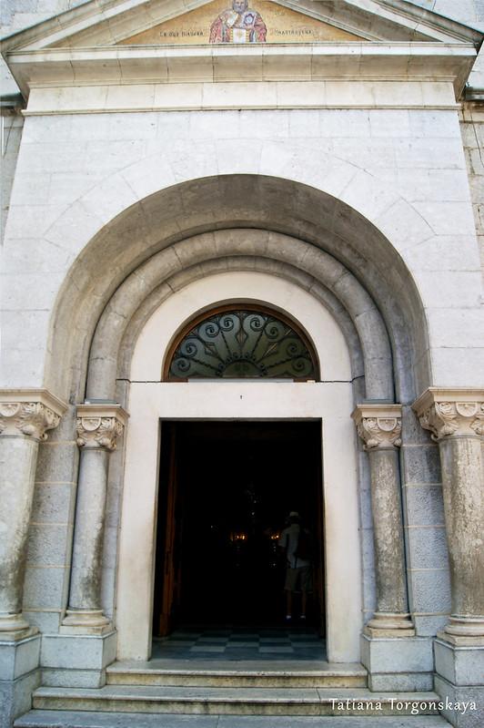 Центральный вход в церковь Св. Николая
