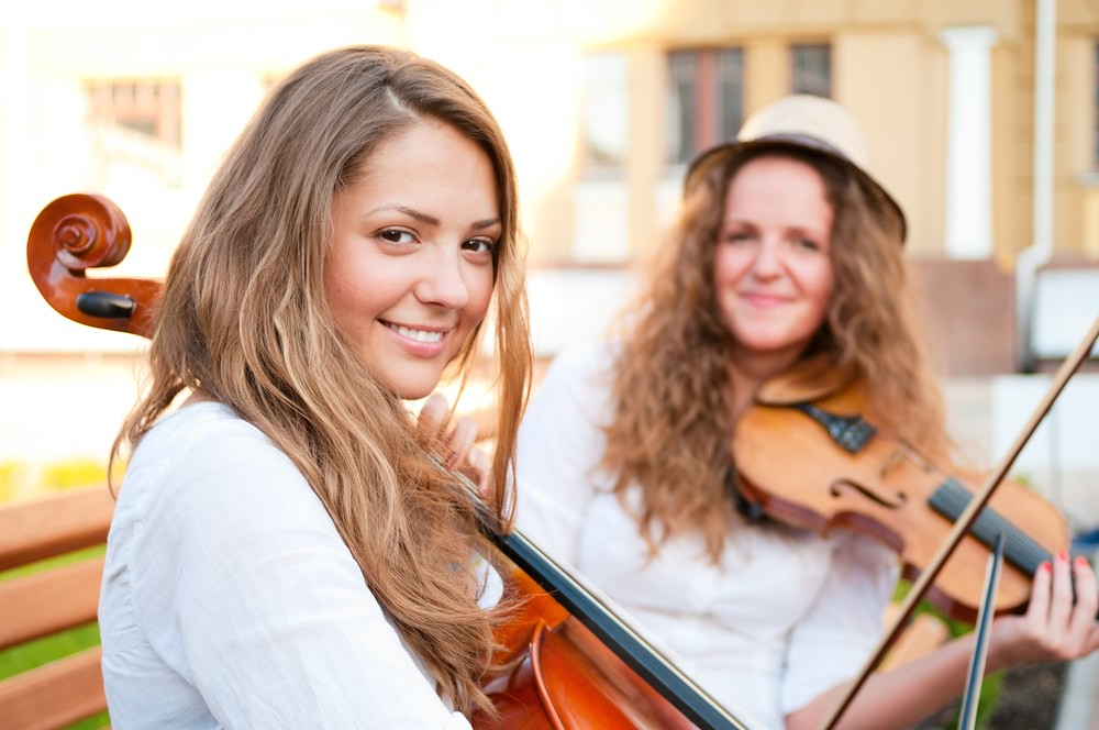 young adult violinist and cellist