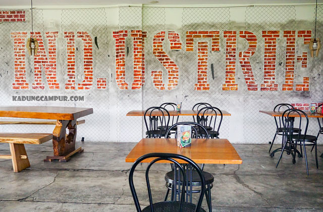 industrie cafe bintaro indoor seating area - kadungcampur