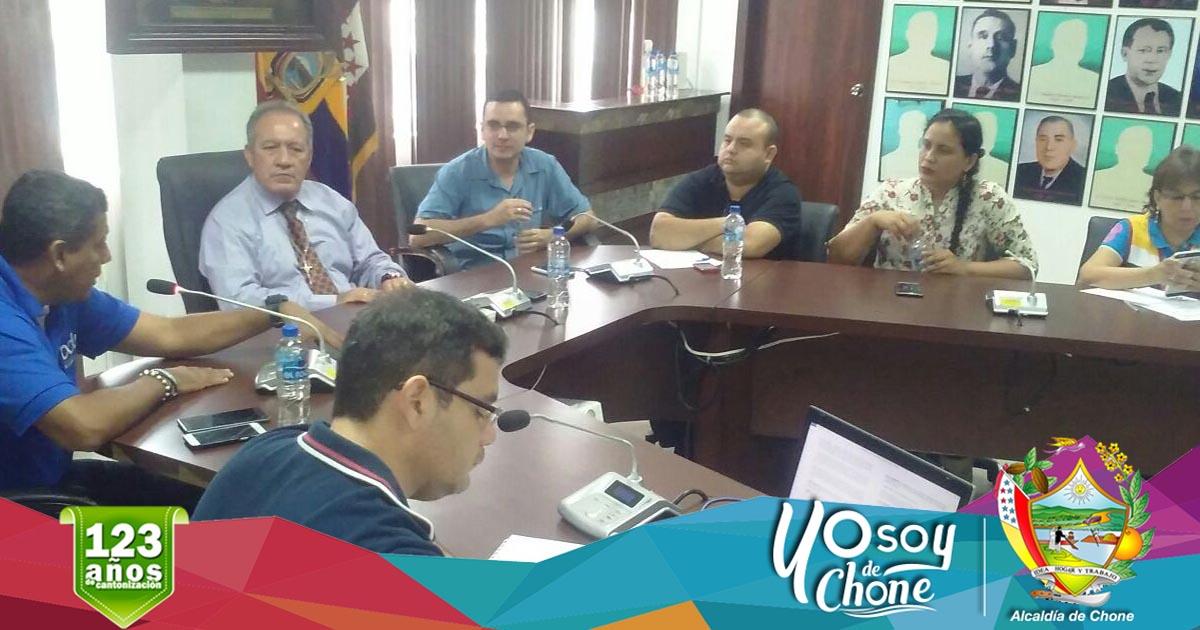 Alcalde de Chone Deyton Alcívar Alcívar mantiene sesión con el gerente del Banco de Desarrollo del Ecuador.