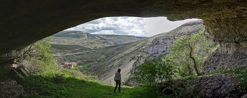 Arco natural en dolina de colapso - Puente del Diablo, Basconcillos del Tozo (Burgos, España) - 02