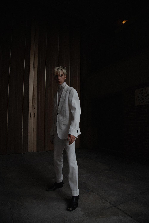 MikkoPuttonen_DeFursacParis_Allwhite_Suit_shotby_LucasRuskaMartin10_web