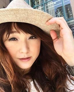 暑いけどカルメニ周辺は気持ち良い風が吹いてます!っていうかむしろ強風が吹いてます!(笑) 帽子飛んじゃうよ。 16時から神戸ハーバーランドのキリンのビルでフリーライブでーす。
