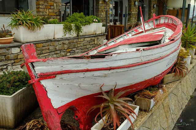 Una vecchia scialuppa