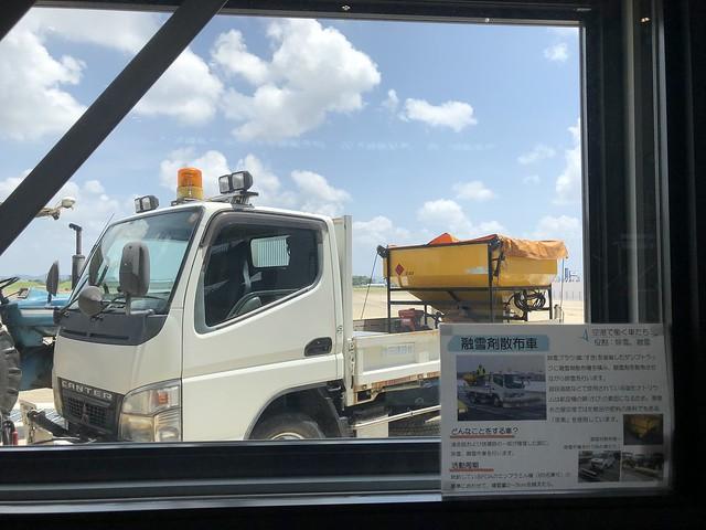 あいち航空ミュージアム 空港で働く車たち 融雪剤散布車 IMG_0612