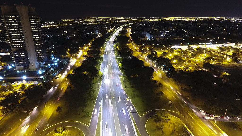 Eixos Norte e Sul e Buraco do Tatu ganham iluminação de LED