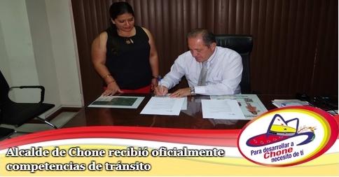 Alcalde de Chone recibió oficialmente competencias de tránsito