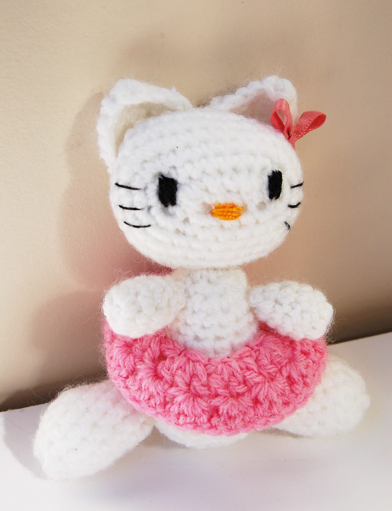 Hello Kitty, a crocheted amigurumi by iHanna
